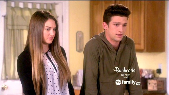 Shailene Woodley Daren Kagasoff Daren Kagasoff Photos The Secret Life Of The American Teenager Season 5 Episode 2 Zimbio After an unplanned teenage pregnancy, amy juergens must adjust to her new set of circumstances, as she deals with parents, siblings, peers and others. shailene woodley daren kagasoff