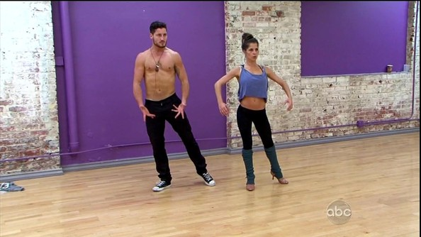 on dancing with the stars is kelly and val dating Maks and val chmerkovskiy chose not to participate in season 26 of 'dancing with the stars,' but and val chmerkovskiy on 'dancing with the stars kelly.