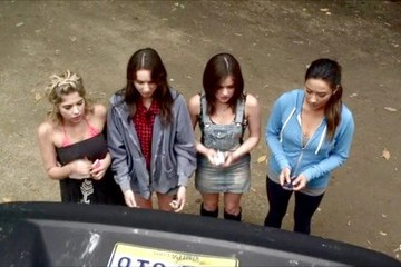 Lucy Hale Shay Mitchell Pretty Little Liars Season 3 Episode 1