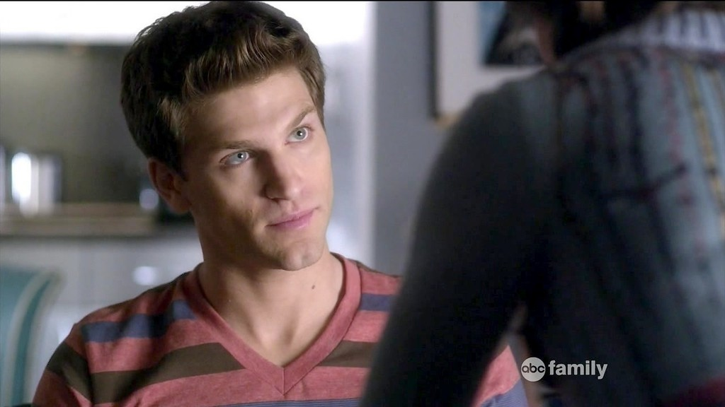 Keegan Allen Pretty Little Liars Keegan Allen Photos Ph...