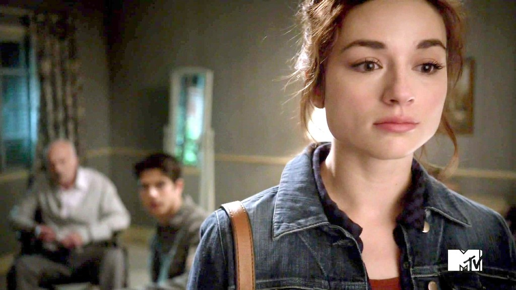 Crystal Reed Photos - Teen  Crystal Reed Teen Wolf Season 3
